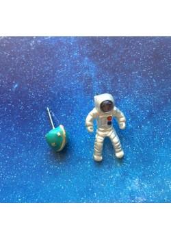 Pentientes Astronauta y Planeta