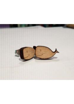 Pendiente de madera ballena