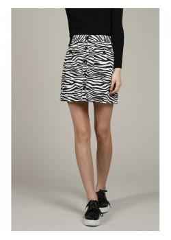 Falda con estampado animal.